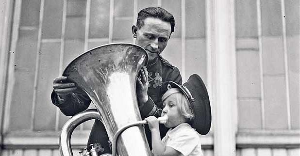 enseñar tuba